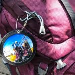 Anhänger an pinkem Rucksack