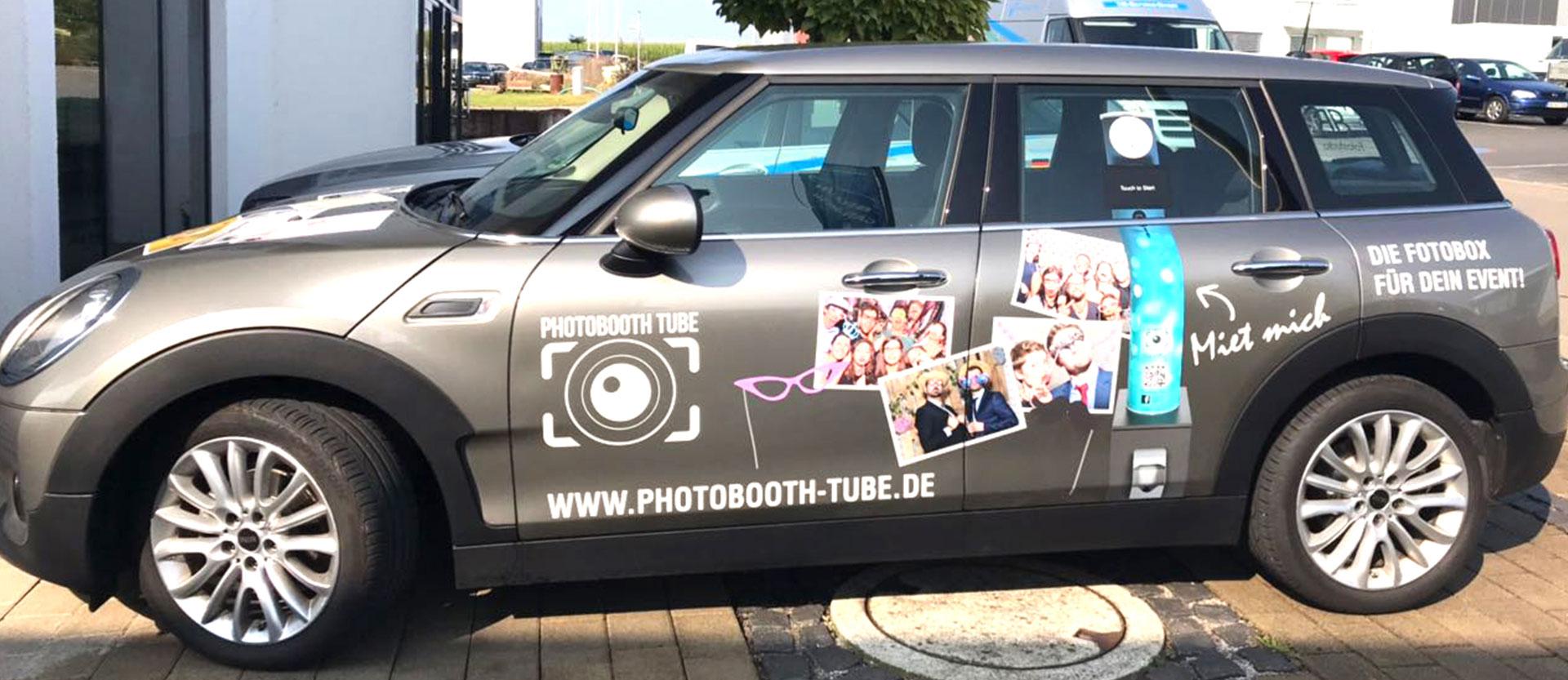 """Auto mit Beschriftung """"Fotobox"""""""